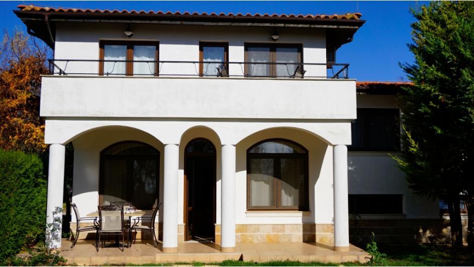 Къща за гости - Бел Тауър - Блексий Рама