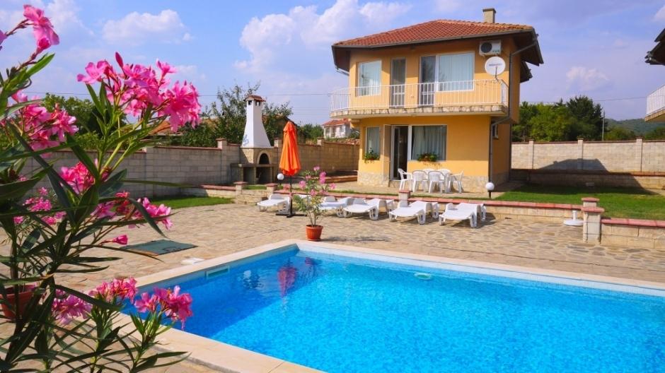 Къща за гости с басейн - Вила Деймиан