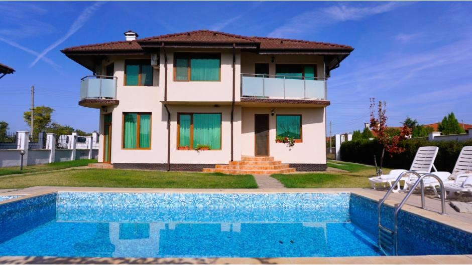 Къща за гости с басейн Помело - село Българево
