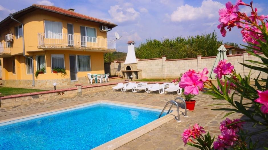 Къща за гости с басейн - Вила Тони